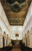 La navata centrale della Cattedrale di Vieste
