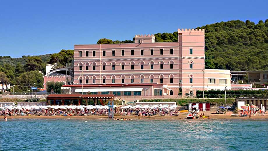 Hotel sul mare nel gargano in puglia con offerte e sconti for Hotel barcellona sul mare
