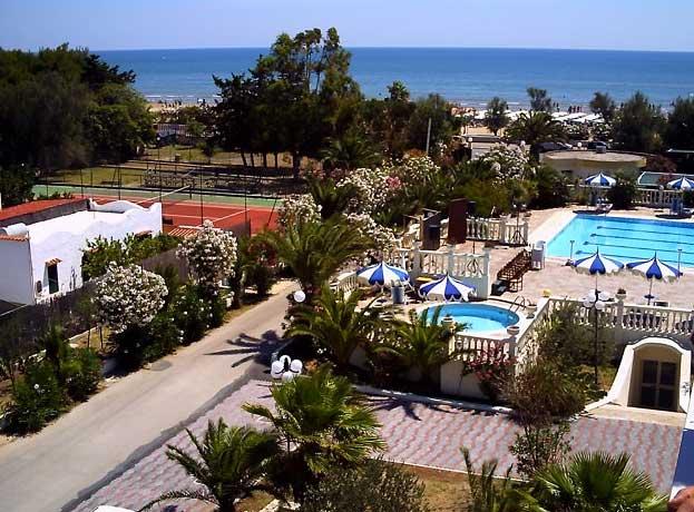 Residence puglia vacanza sul mare con offerte e sconti in for Appartamenti sul mare barcellona
