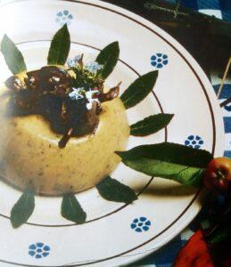 Ischitella in tavola con farinata e selvaggina